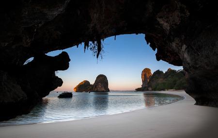 Ao nang princesse Bay ou Ao Phra Nang ou Phra Nang est la plage tr�s pittoresque avec des grottes et des falaises