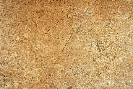 weather beaten: stretta di colore ocra cracking stucco parete  Archivio Fotografico