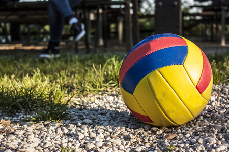 Volleyball and legs of a paused player. The fun of sports and outdoor play. Banco de Imagens
