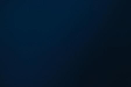 青から黒に及ぶ色の日陰で色付きの背景。グラフィック デザインの背景として使用するのには最適です。