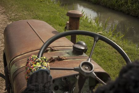 First-person image in driving a vintage tractor to cultivate farm fields and campaign. Stock fotó - 90928596