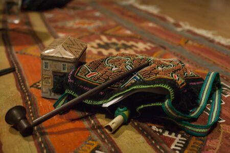 Typische objecten die door de sjamaan worden gebruikt voor zijn rituelen.
