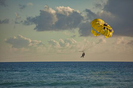 Paraglider in the sea at sunset in Dominicus Banque d'images