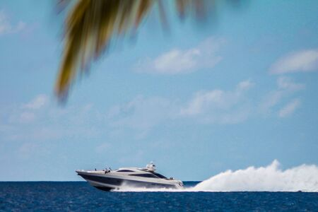 Motorboat speeds over the sea in the Dominicus coast in the Dominican Republic 版權商用圖片