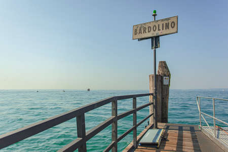 Sign with the words Bardolino, a well-known tourist resort on Garda Lake in Italy Archivio Fotografico