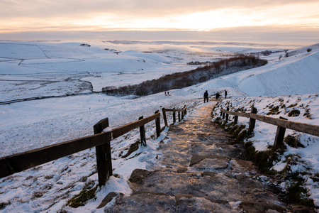 Mam tor covered in Snow during Sunset in the Peak District Banco de Imagens