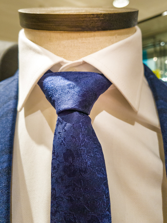 Latest trends in Suit, shirt and tie combination - Navy suit and tie - white shirt Banco de Imagens