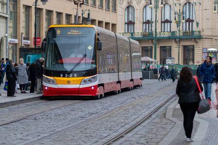 PRAGUE, CZECH REPUBLIC - 10TH APRIL 2019: Pragues new model of tram picks up customers in Spring Éditoriale