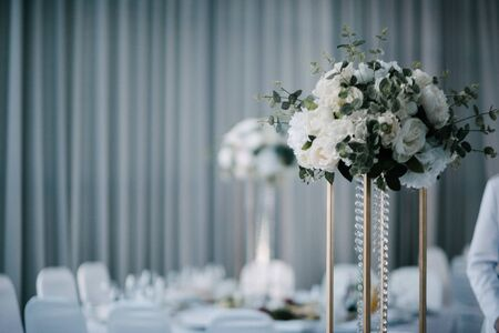 Festive and solemn decoration of the banquet room on the wedding day Imagens