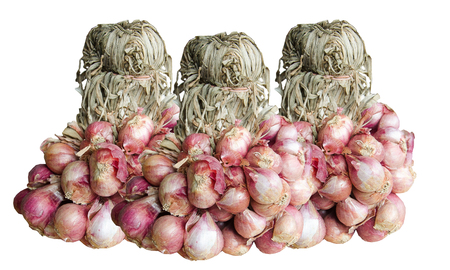 cebolla roja: Shallot onions or red onion on white background