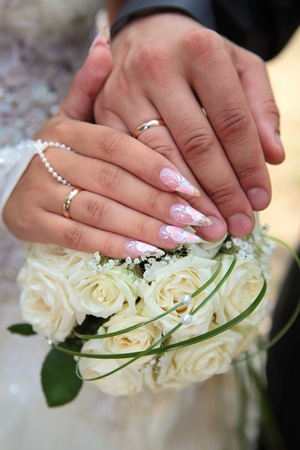 Hands and rings on wedding bouquet Stock Photo - 8422881