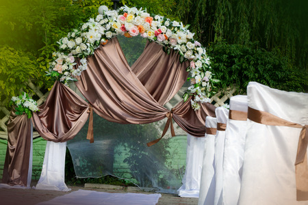 Wedding archway with flowers arranged in park for a wedding ceremony Imagens