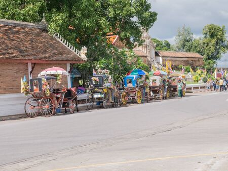 cartage: Lampang - December 5 : Lampangon December 5 , 2015 People in holiday  travel which horse carriage in temple Phrathat Lampang Luang in Lampang, Thailand Thailand.