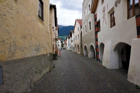 Beautiful old town of Glurns in South Tyrol, Italy Archivio Fotografico - 95452981