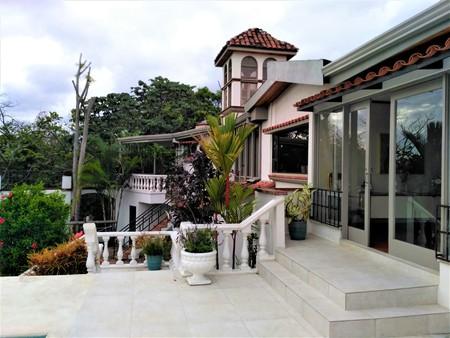 Beautiful mansion in Escazu near San Jose