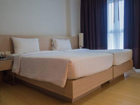 Interno di una camera d'albergo.
