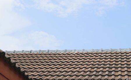 屋根瓦を破損して行方不明