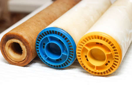 Three replaceable used water filters. Replaceable dirty filters for filtration of reverse osmosis water. Imagens