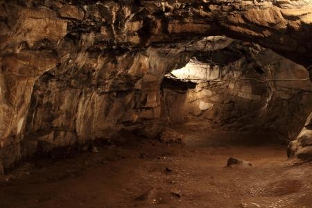 cueva: Taldinsky cueva en las Montañas de Altai. Rusia, Siberia