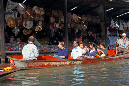 saduak: Thailand - DECEMBER 26, 2013: Pattaya Floating market. Tourists and aboriginals of Thailand Editorial