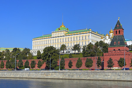 Moscow, RUSSIA - AUGUST 20, 2013: View of the Grand Kremlin Palace clear summer day Редакционное