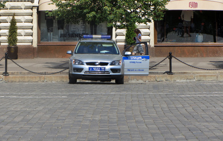 Moscow, RUSSIA — JULY 29, 2012: police Car on duty at the walls of GUM shopping center on Red square Editorial