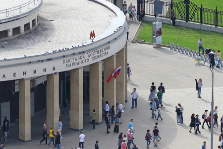 Moscow, RUSSIA — MAY 01, 2017: View from the height of the entrance to the city metro station VDNH 에디토리얼