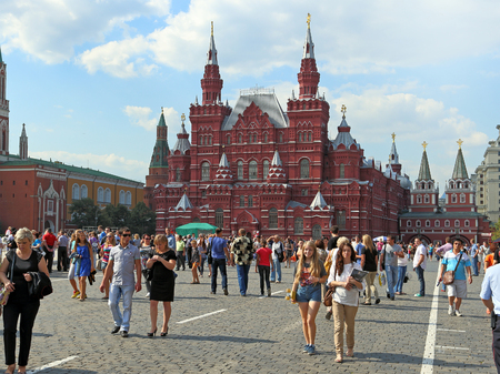 Moscow, RUSSIA — AUGUST 20, 2013: Tourists and residents of the capital walk on red square against the background of the State historical Museum Redakční
