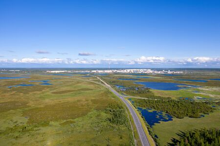 View from the height of the Northern Russian city of Nadym among the Yamal tundra Banque d'images - 127280453