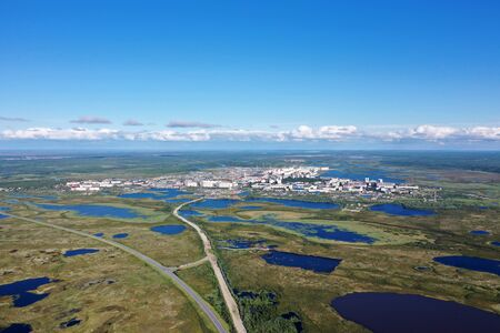 View from the height of the Northern Russian city of Nadym among the Yamal tundra Banque d'images - 127280454