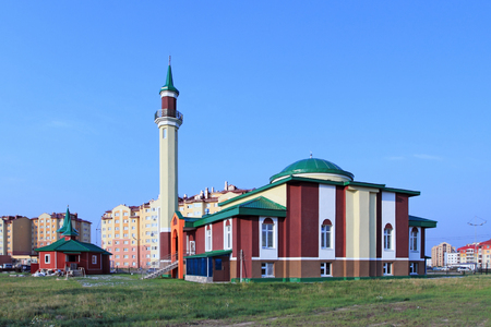 Novy Urengoi, RUSSIA-JULY 20, 2012: the Building of a mosque on a summer day 報道画像