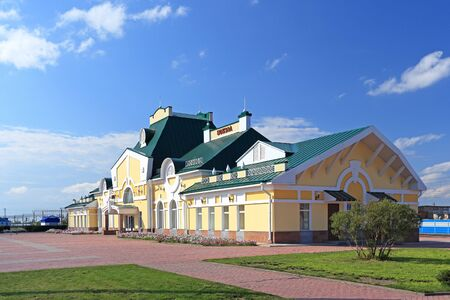 Kamen-na-Obi, Russia-AUGUST 27, 2013: railway station Building on a summer day in the Altai territory Reklamní fotografie