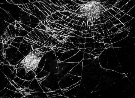 broken glass - cracked over black Standard-Bild