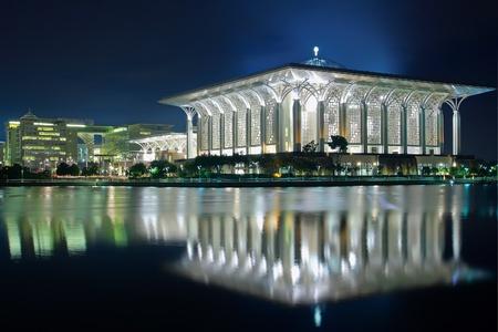 mezquita: acero mezquita en la noche
