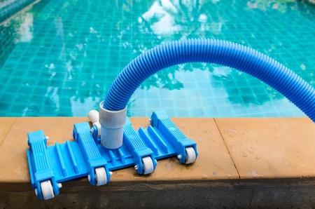 Pool Staubsaugen Flexiblen Schlauch Auf Den Pool Photo