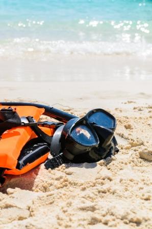 クラビ、タイのビーチでライフ ジャケットとシュノーケ リング セット 写真素材 - 23478077