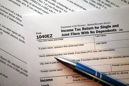 1040EZ form, income tax return for single and joint filers