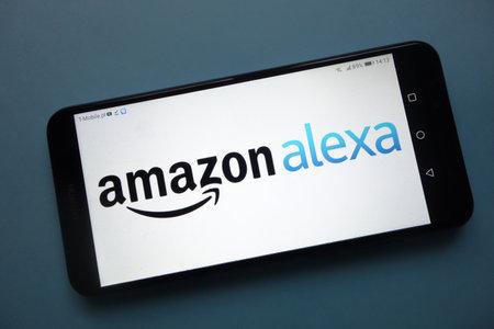 Końskie, Polska - 25 listopada 2018: Logo Amazon Alexa wyświetlane na smartfonie
