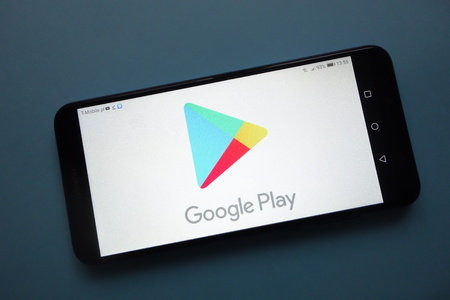 KONSKIE, POLAND - November 25, 2018: Google Play logo displayed on smartphone Standard-Bild - 117319024