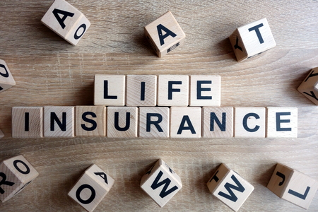 Life insurance text from wooden blocks on desk Banque d'images