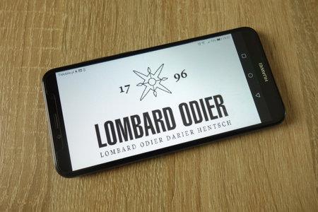 KONSKIE, POLAND - March 14, 2019: Bank Lombard Odier & Co Ltd logo displayed on smartphone 新聞圖片