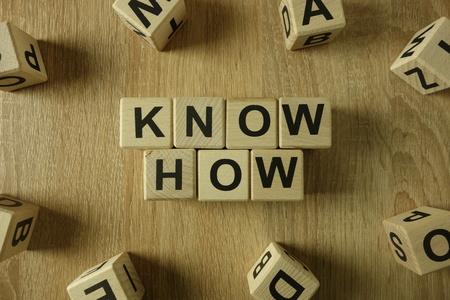 Know how text from wooden blocks on desk 版權商用圖片