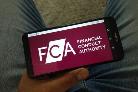 KONSKIE, POLOGNE - 29 juin 2019 : Financial Conduct Authority - logo FCA affiché sur téléphone mobile
