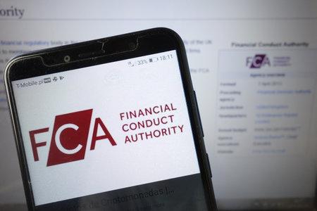 KONSKIE, POLEN - 18. August 2019: FCA Financial Conduct Authority Logo auf dem Handy angezeigt Editorial