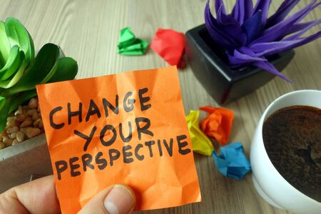 Slogan change your perspective handwritten on sticky note, business motivation and inspiration concept Zdjęcie Seryjne