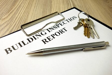 Building inspection report with pen and keys, real estate concept Standard-Bild