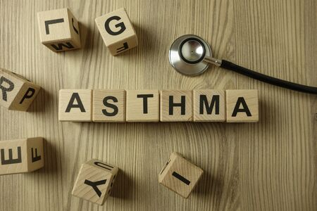 Word asthma from wooden blocks with stethoscope, medical concept Standard-Bild