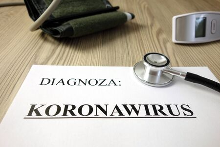 Text diagnoza: koronawirus (Polish: diagnosis: coronavirus) on medical document with accessories, healthcare concept Standard-Bild