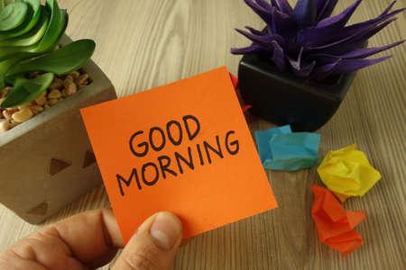 Text good morning handwritten on sticky note, new day beginning 免版税图像