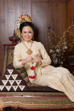 identidad cultural: Beautiful Thai woman wearing Thai traditional culture cloth. Thai ancient culture. Foto de archivo